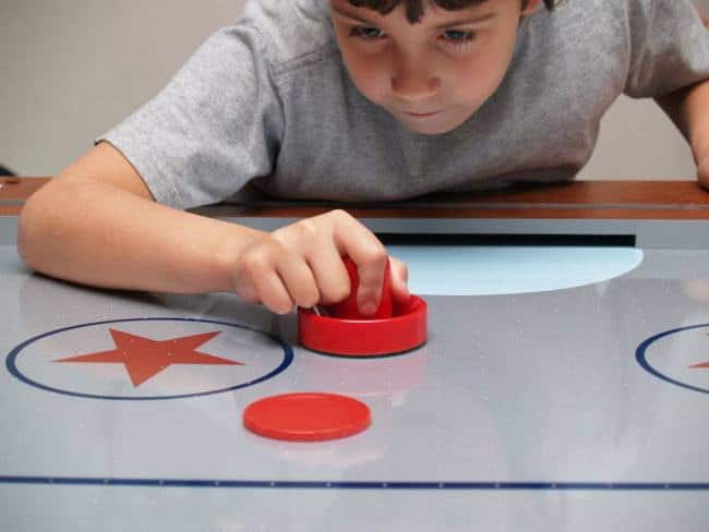 How-to-Play-Air-Hockey-and-The-Rules-Involved